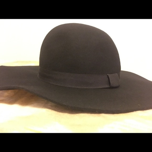 a0d5a24a6cdb8 NWT Jessie James Decker Kittenish Rose Floppy Hat. Listing Price   35.00
